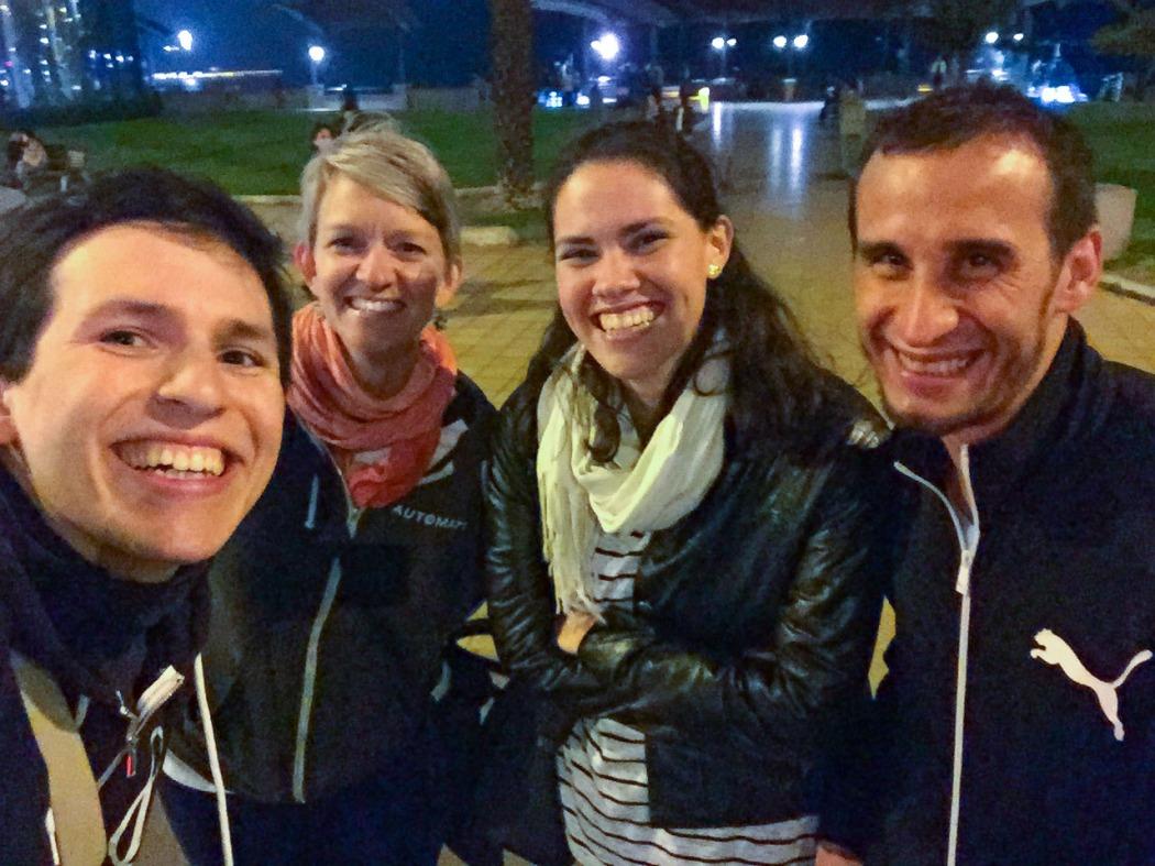 Selfie en el frío de Larcomar con Karen, Samantha y Damián.